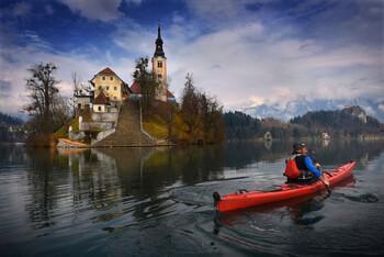 Жителям Словении выдадут ваучеры на 200 евро для отдыха в стране