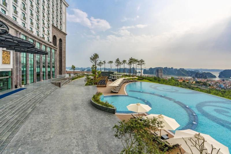 Bể bơi vô cực FLC Hạ Long