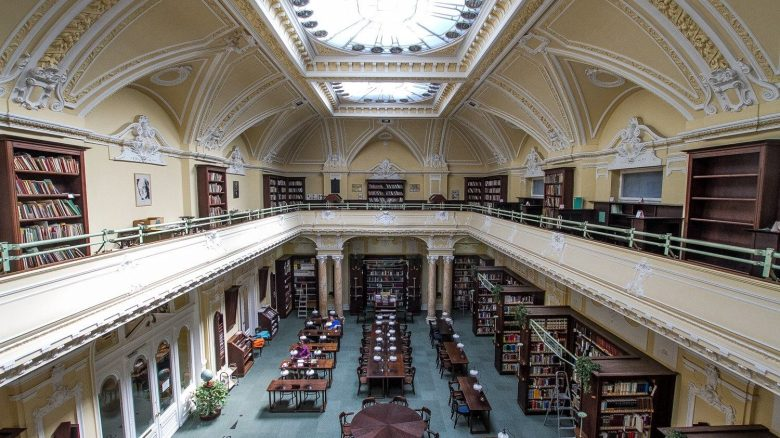 best libraries and bookstores in Budapest