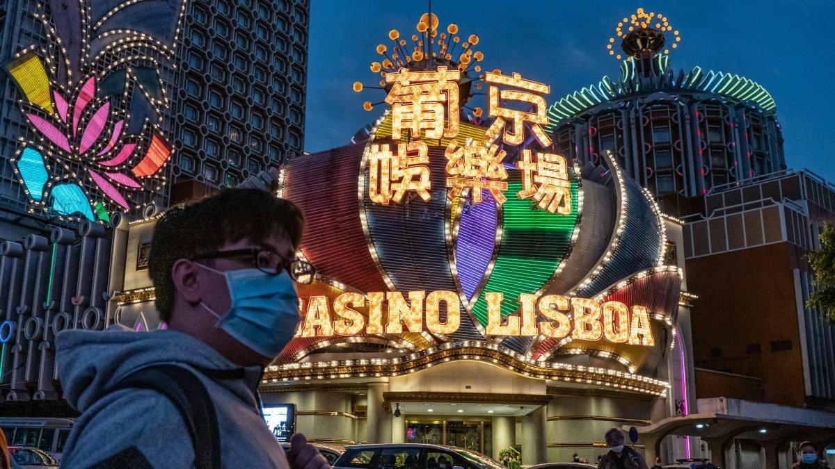 Прибыль казино Макао упадет в два раза