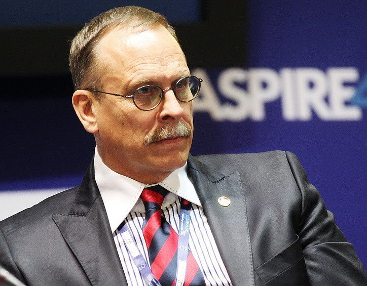 Кріс Ітон, колишній шеф служби безпеки ФІФА, вважає, що небезпека для спорту виходить в тому числі від азіатських букмекерів