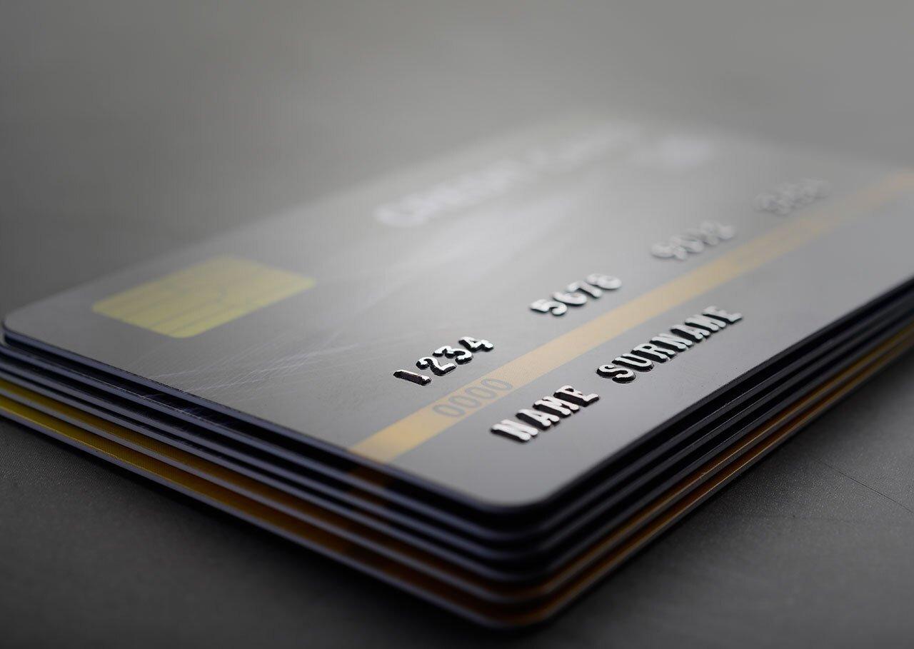 Лудоман знімав кошти з картки хворого пенсіонера для гри в БК