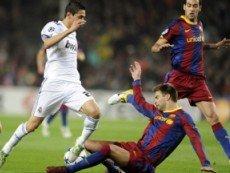 Эпизод футбольного матча между 'Барселоной' и 'Реалом'