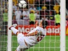 Не засчитанный гол Девича из незамеченного офсайда мог сравнять счет матча Украины с Англией за полчаса до его окончания