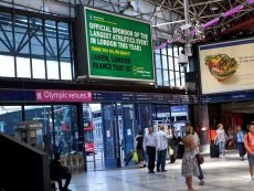 В скобках на билбордах Paddy Power уточняет, какой Лондон имеется в виду