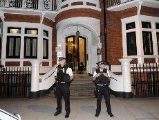 Ассанж дожидался в посольстве Эквадора решения о предоставлении ему политического убежища