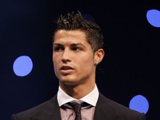 Криштиану Роналду крайне расстроен тем, что не стал лучшим футболистом Европы, сообщают испанские СМИ