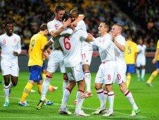 Футболисты сборной Англии в матче против шведов