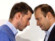 Роман Гутцайт (слева) вместе с Константином Геничем (справа) успешно рекомендовал ставки телезрителям «НТВ-Плюс»
