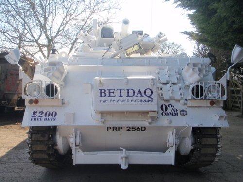 Танк биржи ставок Betdaq (вид сзади)