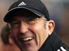 Тони Пьюлис, скорее всего, останется в Премьер-лиге, считает Ladbrokes