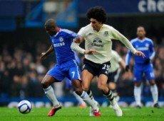 Ramires-i-Maruan-Fellani-boryatsya-za-myach-v-matche-CHelsi-Everton-230x171