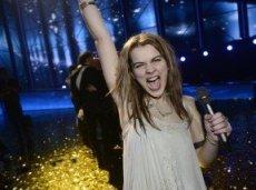За неделю до начала конкурса Эмили де Форест выпустила дебютный альбом