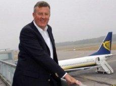 Коули был заместителем генерального директора и главным операционным директором Ryanair