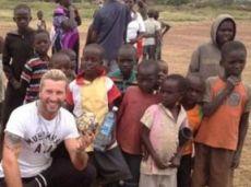 Сэвидж передает привет из Африки