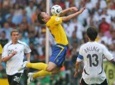 В первом матче команды порадовали зрителей восемью голами