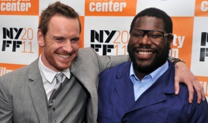 Стив Маккуин (справа) поборется за премию лучшему режиссеру с Куароном