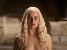 Букмекеры и поклонники сериала рассчитывают на изобилие пикантных подробностей в новом сезоне «Игры престолов»