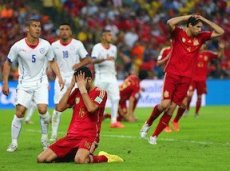 Испанцы сложили с себя чемпионские полномочия