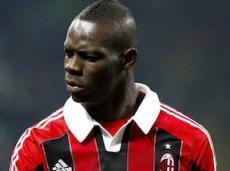 Goal.com также сообщает, что Балотелли не был счастлив в «Милане»