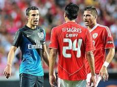 В последний раз, когда эти команды встречались друг с другом, за «Арсенал» еще выступали Робин ван Перси и Сеск Фабрегас