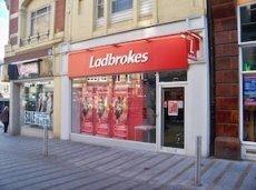 До конца года Ladbrokes планирует закрыть 50 пунктов приема ставок