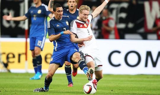 Могильщика сборной Германии в товарищеской встрече с Аргентиной легко можно узнать на этом фото