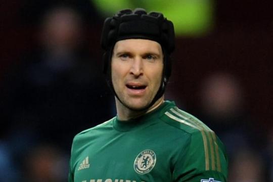 Чех может занять место Куртуа на воротах «Челси» в матче против «Суонси»