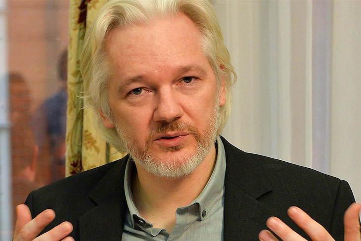 Европол выдал ордер на арест Джулиана Ассанжа в 2010 году