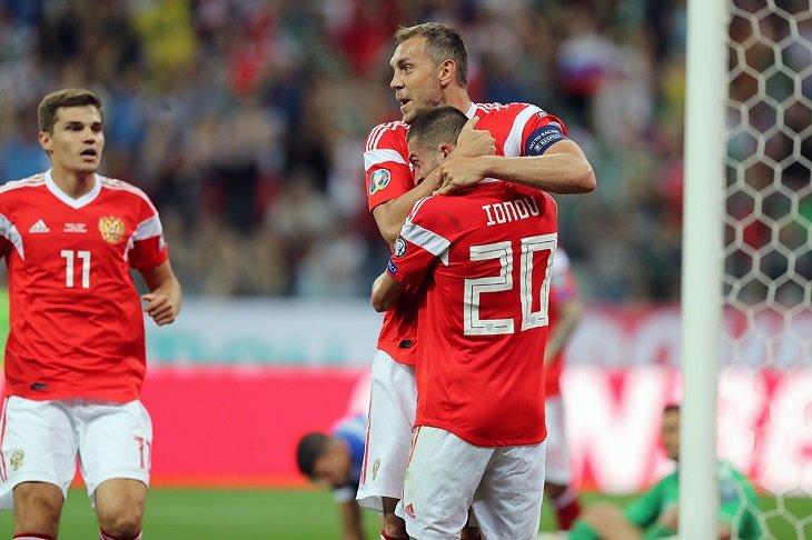 •Впервые за почти 7 лет сборная России отыграла три официальных матча подряд без пропущенных мячей