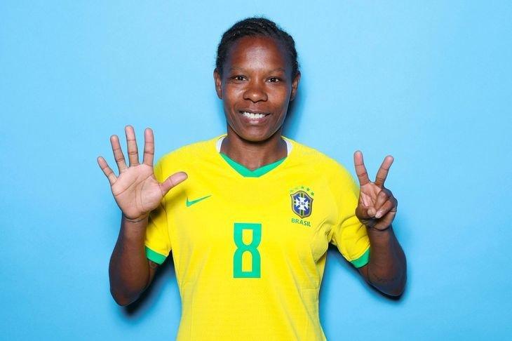 стала первой, кто сыграл на семи чемпионатах мира