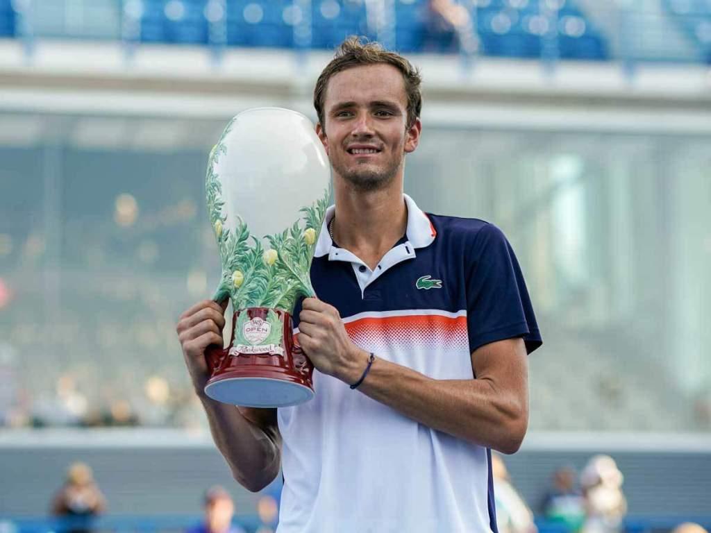 Даниил Медведев впервые в карьере выиграл турнир серии «Мастерс»