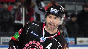 Хоккей. 47-летний Ягр забросил первую шайбу в сезоне. Видео