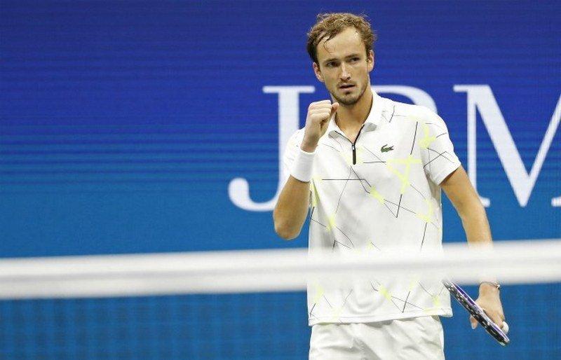 Медведев вышел в четвертьфинал турнира в Шанхае