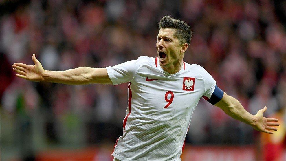 Хет-трик Левандовски помог сборной Польши разгромить Латвию