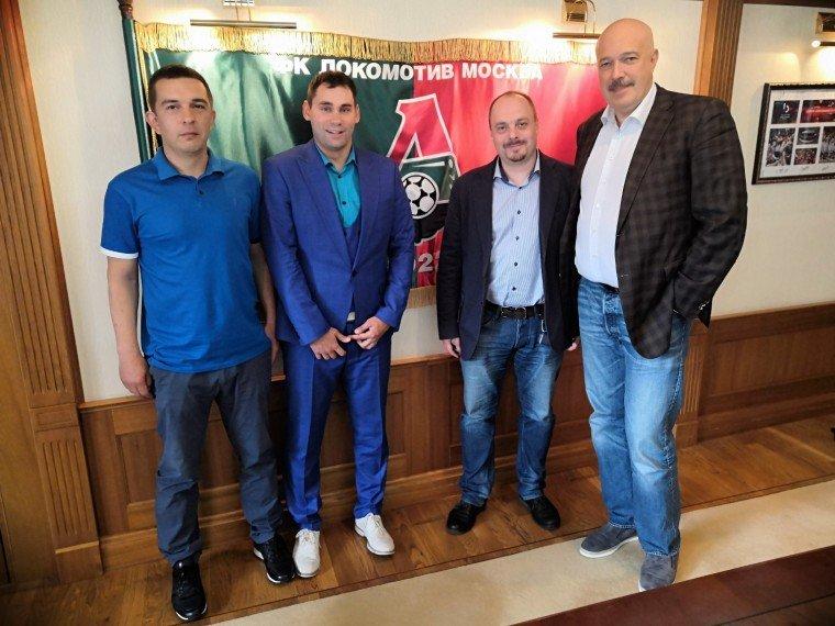 Марат Фаттахов, Василий Кикнадзе и Николай Комаров на встрече с болельщиком Александром Середовым