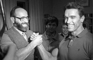 Шварценеггер почтил память советского штангиста Власова и рассказал, чему он у него научился