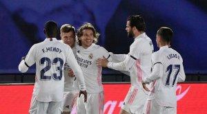 «Реал» обыграл «Барселону» в матче Примеры, каталонцы на последней секунде попали в перекладину