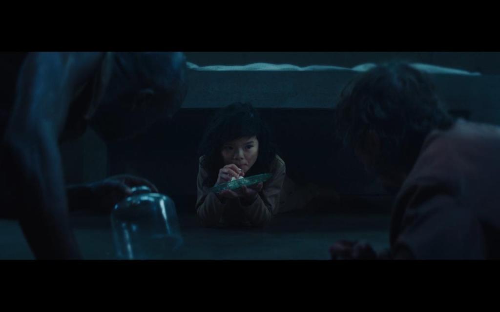 التقاء جورينج بالطفلة من فيلم المنصة (the platform)