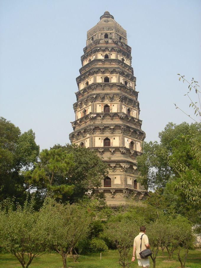 برج تل النمر (Tiger Hill Pagod) من ناطحات السحاب والأبراج المشهورة في الصين والعالم