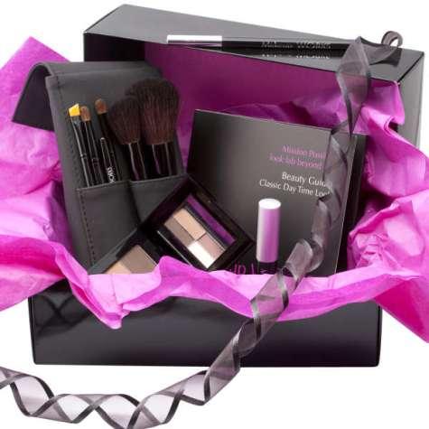 Gift your sister Makeup this Christmas