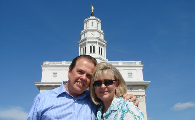 Alan & Suzzane Osmond at Nauvoo Temple