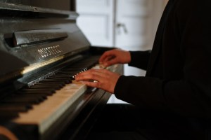 The piano teacher - How to find happiness