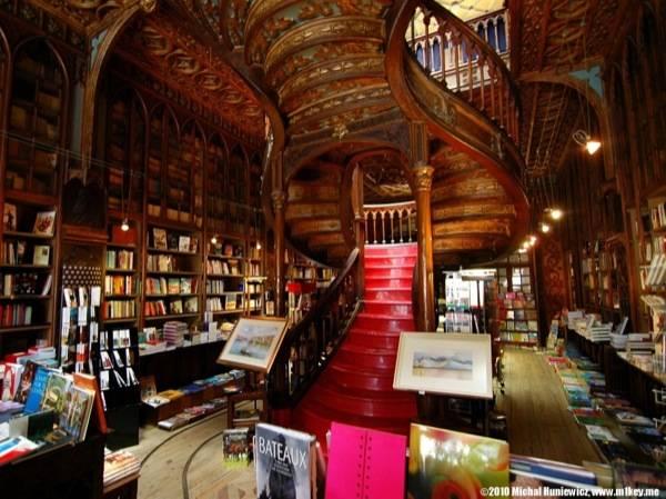 Livraria Lello Source: bookriot.com