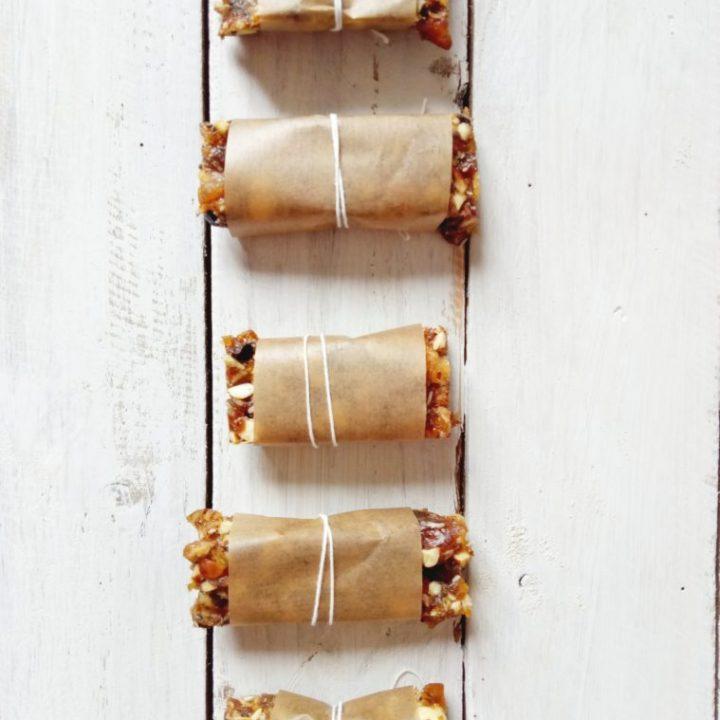 Almond Cacao Nibs Energy Bars   booksandlavender.com