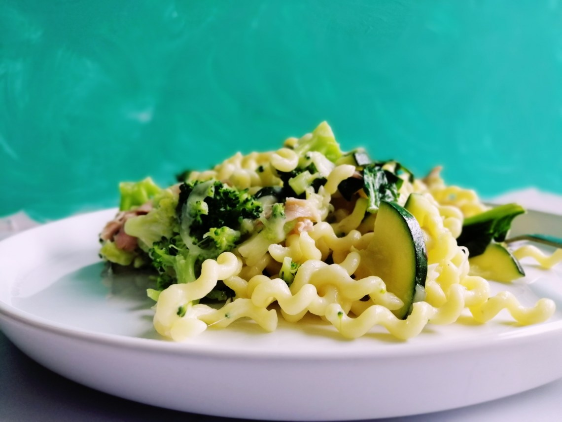 Cheesy Broccoli Pasta | booksandlavender.com