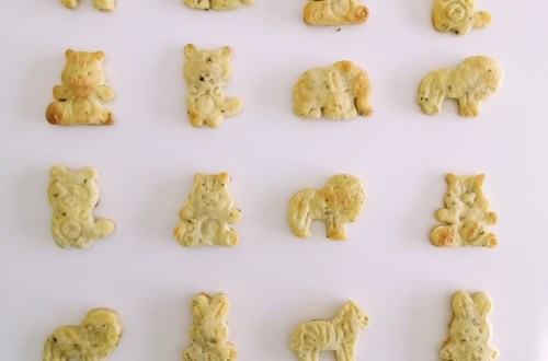 3-Ingredient Cheese Crackers | booksandlavender.com