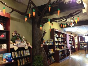 Halloween/Aaron Reynolds Display | Read Between the Lynes, Woodstock, IL