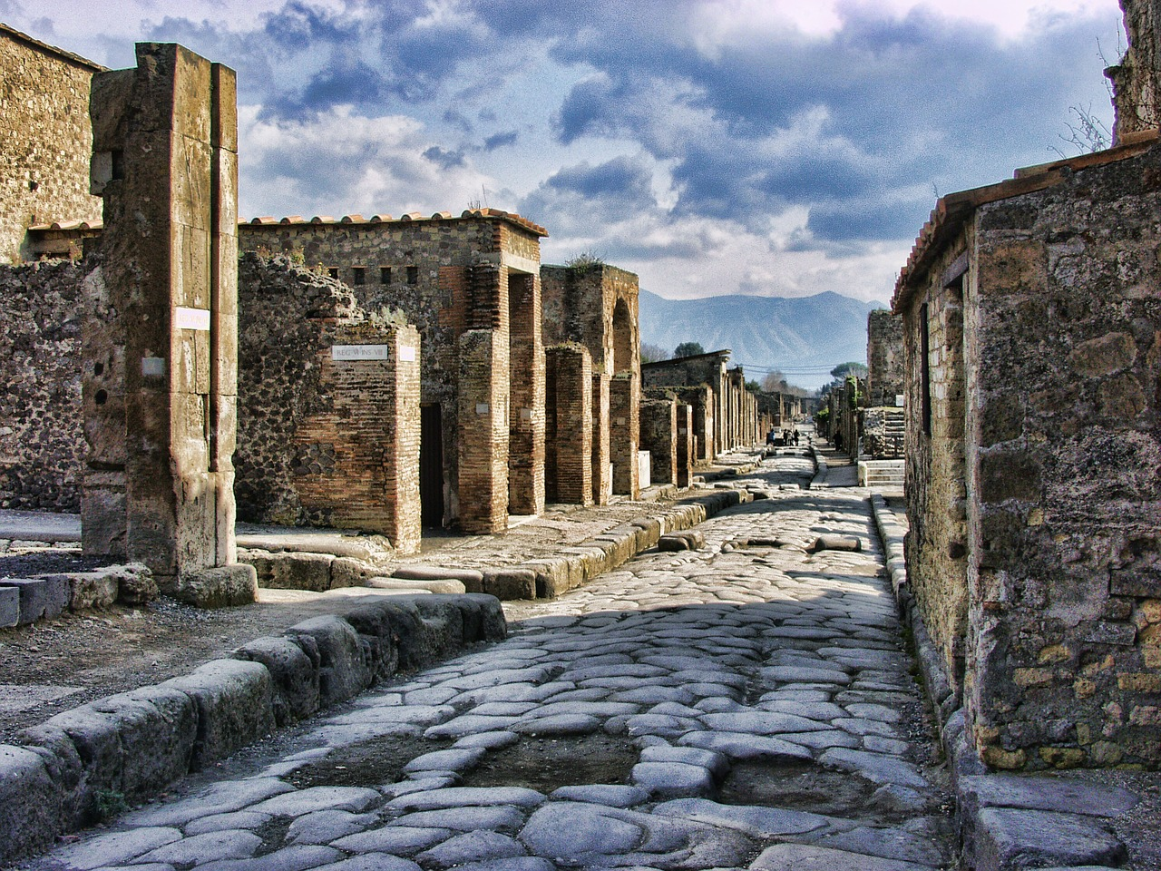 Pompeii city streets, which were destroyed in 79AD. Part of I Survived the Destruction of Pompeii 79AD website summary