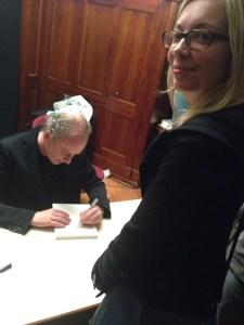 Der wunderbare Abschluss des Abends: Ferdinand von Schirach signiert sein/mein Buch.